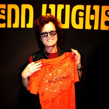 myRockworld memorabilia: Glenn Hughes with The myRockworld UNIKAT Special BLING T-Shirt,  front signed by Herman Rarebell (Scorpions), John Parr, Bobby Kimball (Toto), Jon Hiseman, Dave Greenslade, Clem Clempson, Barbara Thompson, Chris Farlowe (Colosseum), Al Di Meola, etc.
